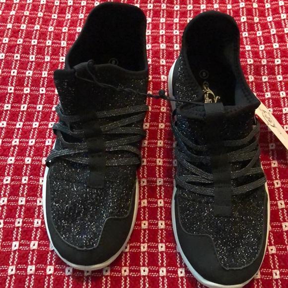 4c3a06987bb0 Sole Mates Shoes   Womens Black Glittery Tennis   Poshmark